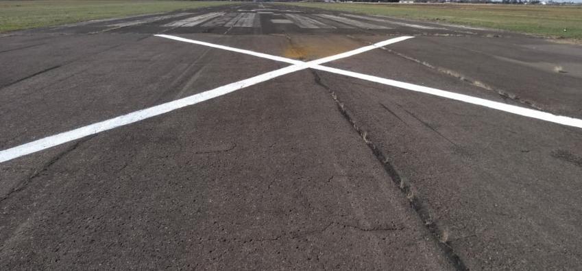 Trabajos de mantenimiento en la pista del Aeródromo