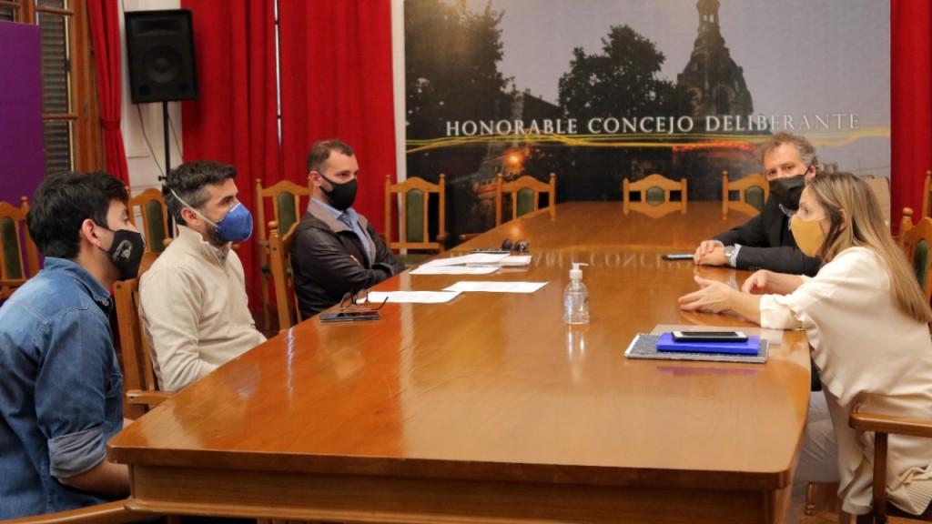 El municipio convocó a IOMA y a PAMI para tratar la agilidad en los trámites de pacientes con Covid